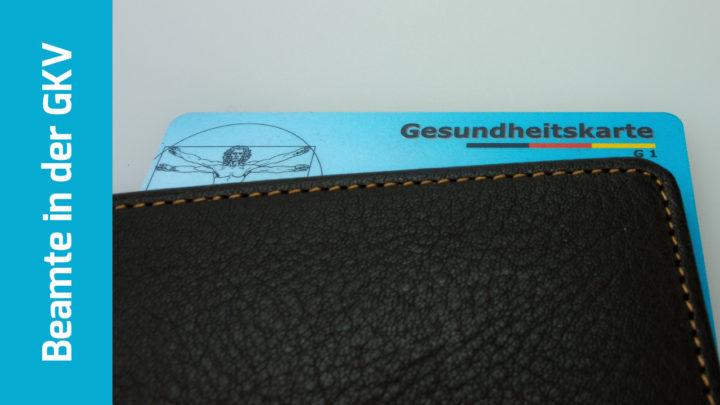 Gesundheitskarte lugt aus einem Portemonnaie hervor