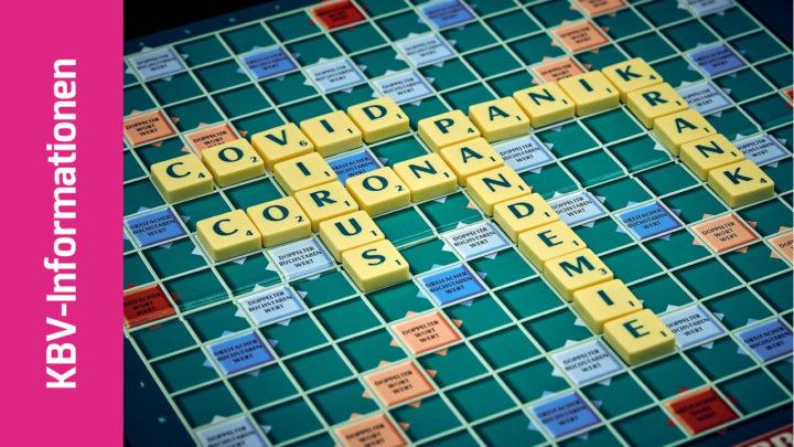 Scrabble-Brett mit Worten wie Covid, Corona, krank etc.