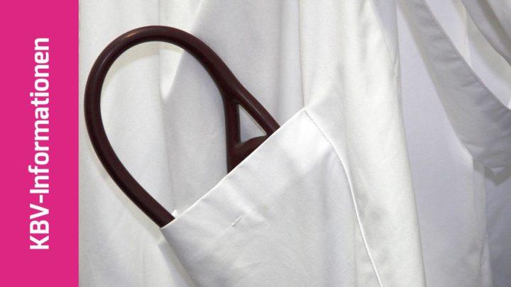 Arztkittel mit Stethoskop in der Tasche